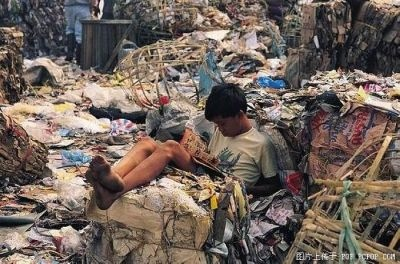 垃圾堆裡的精神家園。(網絡圖片)