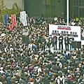 ■1.3萬名市民月初逼爆公民廣場,參加反暴力、緝真兇大遊行。