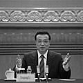 3月13日上午,中共12屆全國人大2次會議閉幕。隨後,李克強在中外記者會上再放狠話稱,「對腐敗分子和行為『零  容忍』」、「不論是誰,不論職位高低,法律面前人人平等。」(WANG ZHAO/AFP)