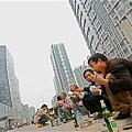 中國家庭把他們的財富集中在房地產,正放大中國經濟出現房地產泡沫破裂的危險。(STF: TEH ENG KOON / AFP ImageForum)