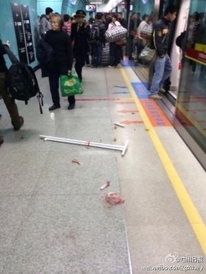 3月4日廣州市地鐵發生踩踏事故,多人受傷。圖為事發現場。(網絡圖片)