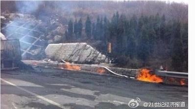 3月1日,山西晉城晉濟高速公路隧道發生重大爆燃,大火燃燒了73小時,官方稱目前已確定31死9失蹤。(網絡截圖)