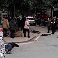 3月14日上午長沙開福區伍家嶺國慶新村烤餅店舖發生砍人案,並殃及附近路人,有現場目擊者稱造成5死6傷。(網絡圖片)