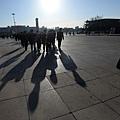 中共兩會剛剛結束,長沙立即發生當街砍人事件,民眾受到極大驚嚇,整個社會陷入驚恐不安之中。中共江澤民集團  開始全面發動另外一種針對習近平的政變。圖為,2014年3月13日,軍方代表團參加全國人大閉幕會議。(GOH CHAI   HIN/AFP/Getty Images)