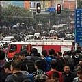 15日,廣州某服裝城一小偷被抓喊「有人砍人」,引起恐慌。(網絡圖片)