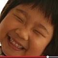 5歲小阿花的故事及媽媽偉大的母愛,看哭了眾多網友。(視頻擷圖)