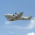 美國海軍第七艦隊發言人於2014年3月17日表示,基德號驅逐艦將停止協尋馬航失聯班機的任務,改由適合長途搜救的P-3C巡邏機(如圖)繼續接替搜尋任務。(US NAVY/AFP)