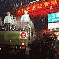 1997年7月1日,江澤民高調到香港主持主權移交儀式,老天似乎被捅破了一個大洞,傾盆大雨晝夜傾瀉,使得香港全城前後24小時在大雨滂沱中渡過。