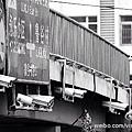 中共對大陸民眾的監控可謂無孔不入。近日,大陸媒體報導,北京一過街天橋上裝有24個攝像頭,連司機路過都緊張得嚇一跳!(網絡圖片)