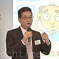 皮膚科專科醫生侯鈞翔說,如果每天掉髮超過120條,就可能是脫髮的先兆。(余鋼/大紀元)