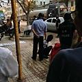 被警察抓捕的茂名市民。(網絡圖片)