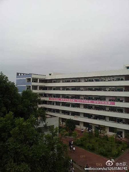 """4月1日茂名第十、第十七中學學生罷課,抗議學校關於PX無毒無害的""""洗腦""""宣傳。(網絡圖片)"""