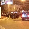 近日,廣東茂名警察鎮壓民眾反PX示威時,不但使用暴力毆打還向示威者開槍。據民間傳來的消息,有數十人死亡,數百人傷殘。(網絡圖片)