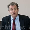 美國聯邦參議員布朗(Sherrod Brown)是這次圓桌研討會的發起者之一。(李莎/大紀元)