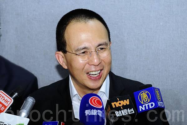 3月9日,李嘉誠次子李澤楷被證實已經以72.01億港元將北京盈科中心拋出。迄今為止的短短1年內,李氏父子先後拋售香港及大陸物業累計超過200億。(宋祥龍/大紀元)