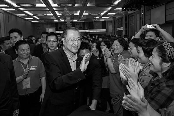 今年馬航失聯前夕,盧軍宏出席在馬來西亞舉行的「玄藝綜述」萬人大型現場解答會。(網絡圖片)
