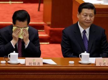 ●胡錦濤(左)做了十年的兒皇帝,情何以堪啊。