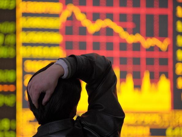 大陸股市今天遭遇「黑色星期一」,在市場擔心首次公開募股(IPO)恐產生資金排擠效應。(Photo credit should read LIU   JIN/AFP/Getty Images)