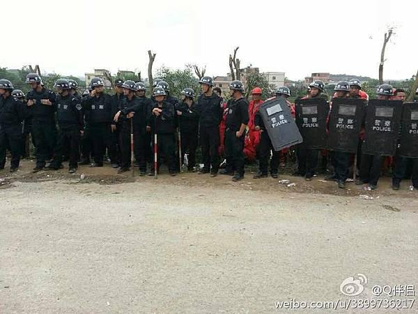4月23日,廣西欽州市長灘鎮埠頭村村民阻止當局低價強徵地,遭到近百名警察鎮壓,多名村民遭抓捕。(網絡圖片)