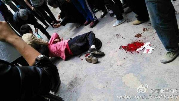 4月24日,貴州省貴陽市燕樓鄉燕樓村數百村民遊行示威,抗議當局強徵土地修建垃圾焚燒發電廠。數百特警到場噴灑辣椒水  強行驅散示威者,有多名村民受傷,另7人被拘留。(網絡圖片)