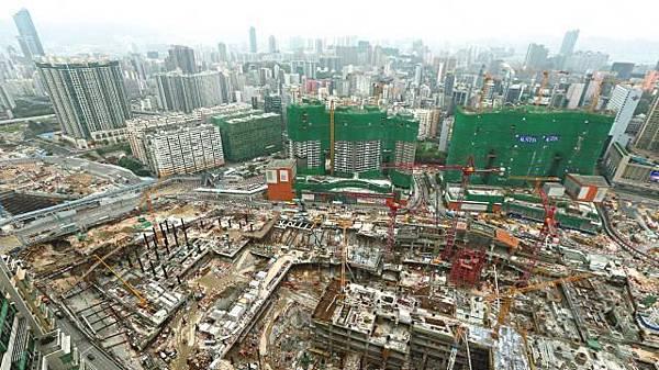 ■原定2015年通車的廣深港高鐵香港段,至今連挖掘工程也未完成。
