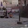 新疆爆炸案前夕,傳出中南海密令高官出訪新疆要穿防彈衣;表明中南海對新疆早有防範。習近平視察新疆期間,另有詭異風聲放出稱北京將有恐襲。圖為烏魯木齊火車站爆炸現場。(網絡圖片)