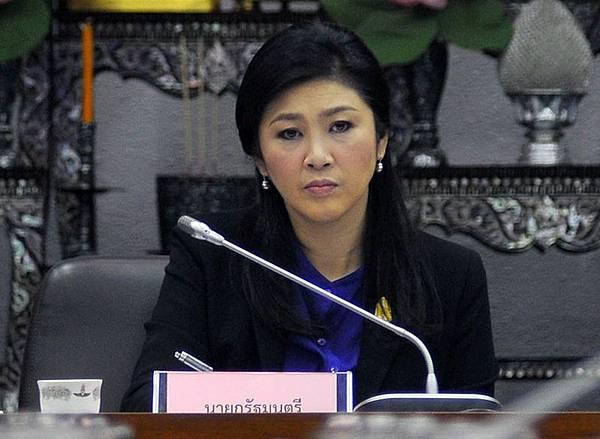 泰國憲法法庭法官今天裁定總理英拉濫權違憲罪名確立,必須下台。(AFP)