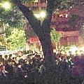 浙江省永康市村民因拆遷及土地補償糾紛,星期一晚間在該市江南派出所外堵路抗議,遭警方驅散而導致衝突。派出所的卷閘門被推倒,當局出動特警發射催淚彈鎮壓,多人受傷、被抓。當地村民稱,大塘沿村被三條高速公路、鐵路夾擊而面臨拆遷,但補償沒有落實。(網絡圖片)
