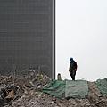 耶魯大學著名經濟學教授曾表示,中國房地產泡沫破裂概率至少是99%。日前海外投資紛紛回撤,而政府賣地價格居高不下,  大陸開發商不堪重負。(WANG ZHAO/AFP)