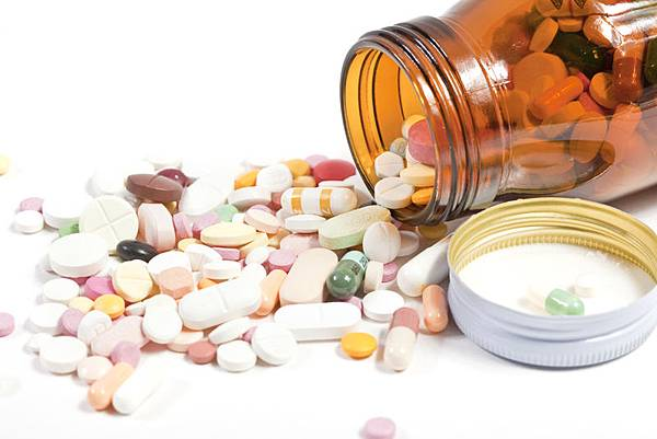 專家認為,世界各地濫用抗生素是促進抗藥因素激增的最大主因。(Fotolia)