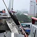 近日,網絡盤點了中國大陸那些害人不淺的各種各樣隱藏殺手、出錢還要送命的豆腐渣工程,觸目驚心。