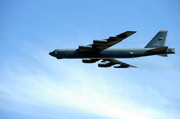就在中共11月23日在東海宣佈防空識別區之後沒有幾天,美國空軍派遣B-52轟炸機飛躍該地區。 (Jason Smith/Getty Images for NASCAR)