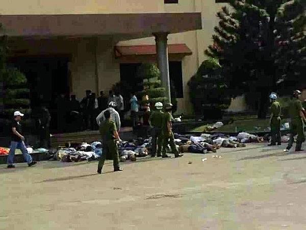 在一間台資廠門口,有十多具屍體。(《自由亞洲》)