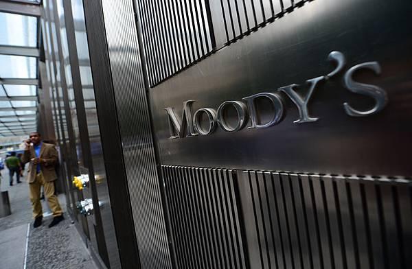 近日,國際著名投資大師占•羅傑斯(Jim Rogers)表示對中國房價不抱樂觀態度後。同時,美國著名的三大信用評級公司之一的  穆迪(Moody's)將中國大陸地產開發商信評展望由1年半前的「穩定」調整為「負向」,看空中國樓市。(EMMANUEL   DUNAND/AFP/GettyImages)