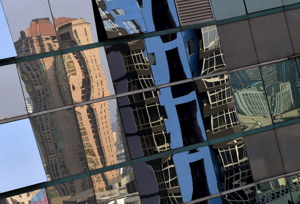 進入今年以來,大陸樓市進入嚴冬期,泡沫再現的同時,大陸媒體近日曝房企融資渠道遭全面封殺。(AFP/Getty Images)