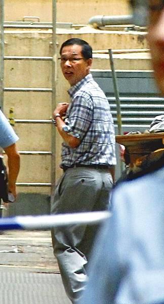 被揭有婚外情的荃灣區議員林發耿,昨日到場協助調查。詹家志攝