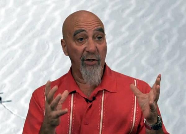 美國亞利桑那州大學意識研究中心副主任斯圖亞特‧哈默羅夫認為,靈魂是由宇宙的最基本的物質構成的,可能與時間同時出  現。而人的大腦只是「原意識」的接收器和放大器。(視頻截圖)