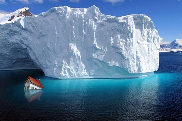 SOHO中國有限公司董事長潘石屹最近表示,中國房產就像鐵達尼號,馬上要撞到冰山。(大紀元合成圖)