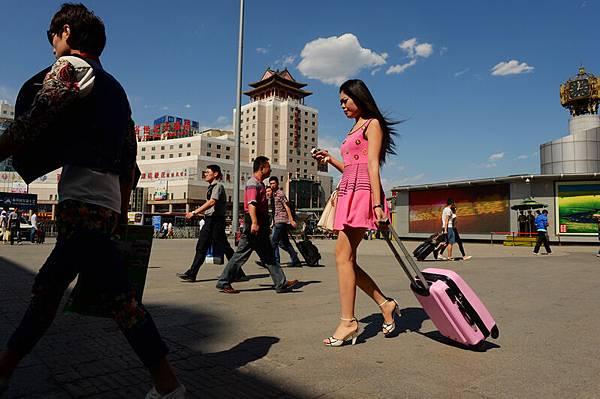 5月26日開始,近40℃的高溫籠罩大陸各地,多地氣溫突破歷史極值。京津冀地區29日氣溫最高達到40℃以上,雲南省紅河州  40℃以上高溫天氣持續半個月,官方稱有2人死亡。(大紀元資料室)