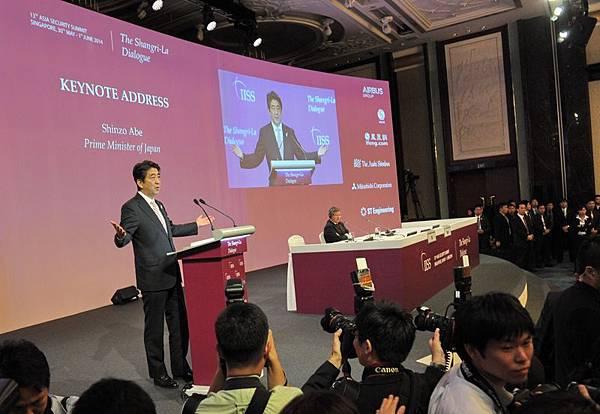 5月30日,日本首相安倍晉三在第13屆國際戰略研究所中發表講話。(AFP)