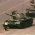 當年王維林隻身擋坦克前進。
