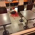 5月28日,麥當勞發生血案,視頻顯示的場面慘不忍睹,一名女子在慘叫聲中被活活打死。(網絡圖片)