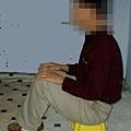 酷刑演示:強制坐小凳子上
