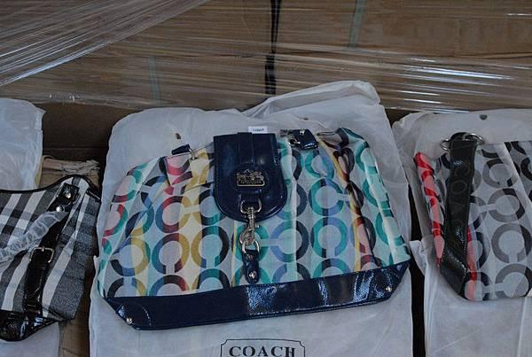 被查獲的假冒名牌Coach包包。(新澤西紐瓦克聯邦法庭網站)