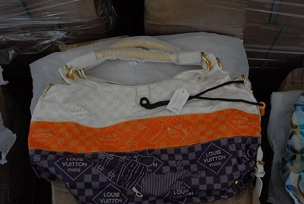 被查獲的假冒名牌LV手袋。(新澤西紐瓦克聯邦法庭網站)