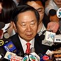 中共派一條失人心的左耳狗陳佐洱在6月20日現身香港,自圓其說解釋白皮書未收緊香港自治權。(潘在殊/大紀元)