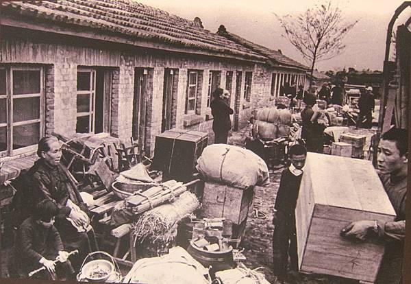 1956年2月9日,大陳義胞遷入新居。(鍾元翻攝/大紀元)