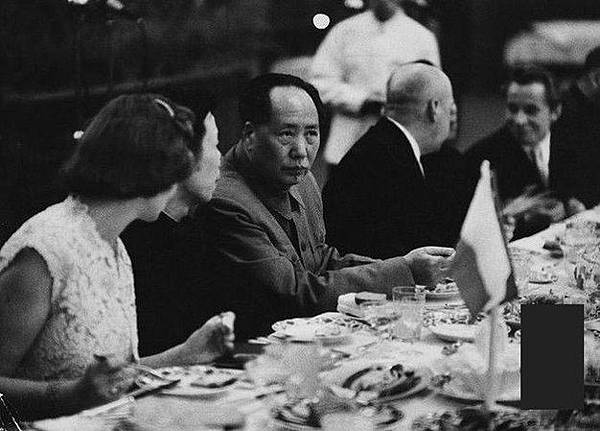 ●中共史料顯示:鎮反運動,全國大規模殺人,就是毛在1950 年雙十那天一夜制定文件,然後各地按毛的指令開展殺人比賽。