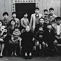 ●台灣土改皆大歡喜,為60 年代經濟起飛打好基礎。這是台北縣八里鄉一戶小康農家1962 照片。(中央社)贖買地主實現「耕者有其田」