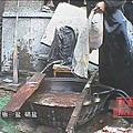 用來加工摻假牛肉的藥,是嚴禁在食品加工中使用的工業鹽,還要加一些純的亞硝酸鈉,。(視頻截圖)